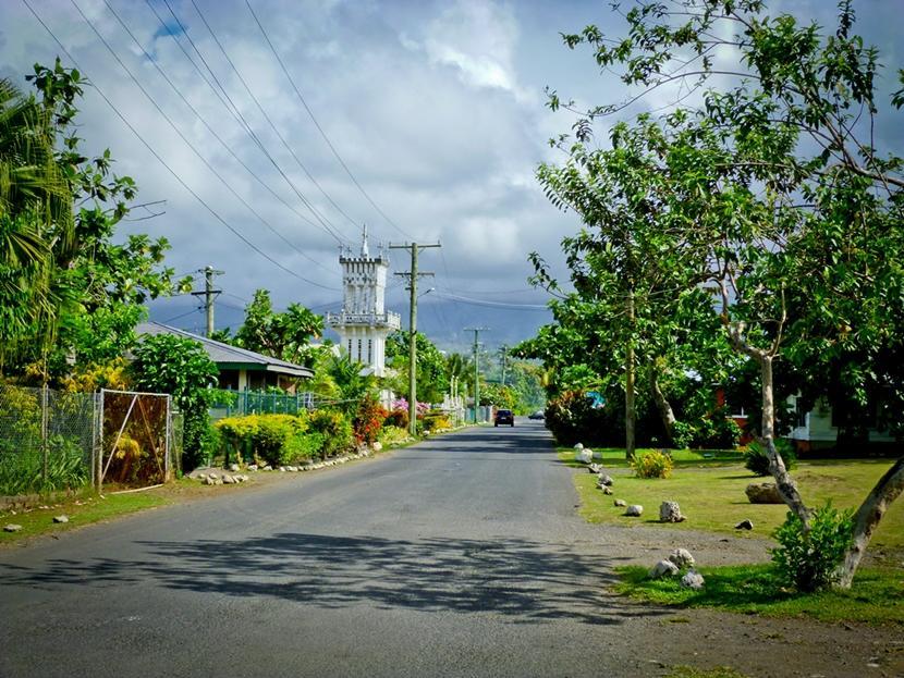 Vej i en by på Samoa