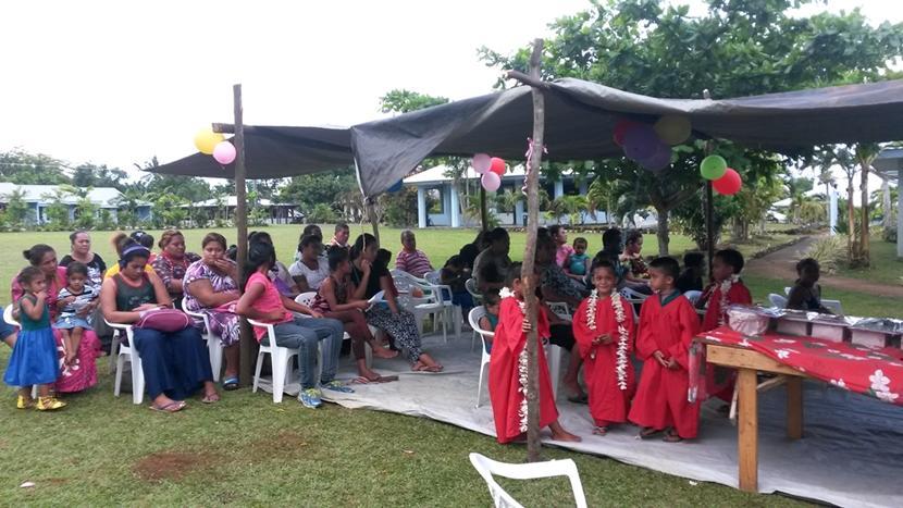 Til fest med børn og voksne i Samoa