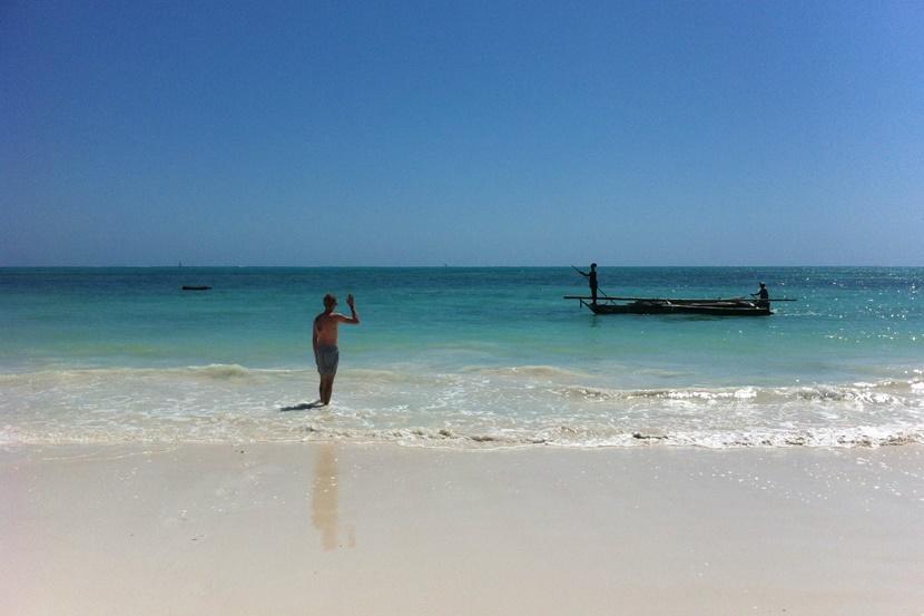 En dukkert i Det Indiske Ocean er et absolut must, hvis du er på Zanzibar. Foto: Caroline Fuglsig Leidesdorff