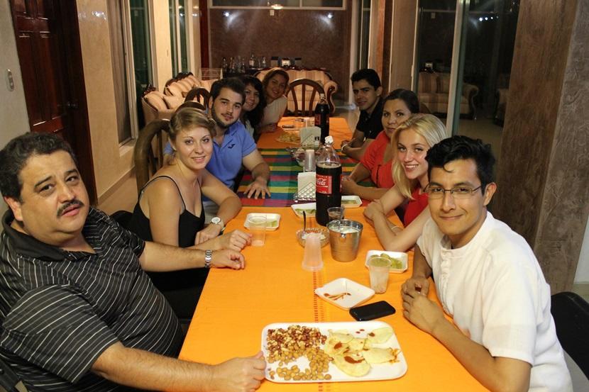 A cena a casa della famiglia Tolentino Herrera