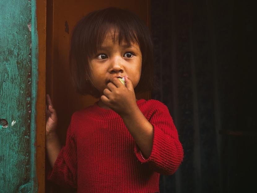 Bambina tenera Nepal