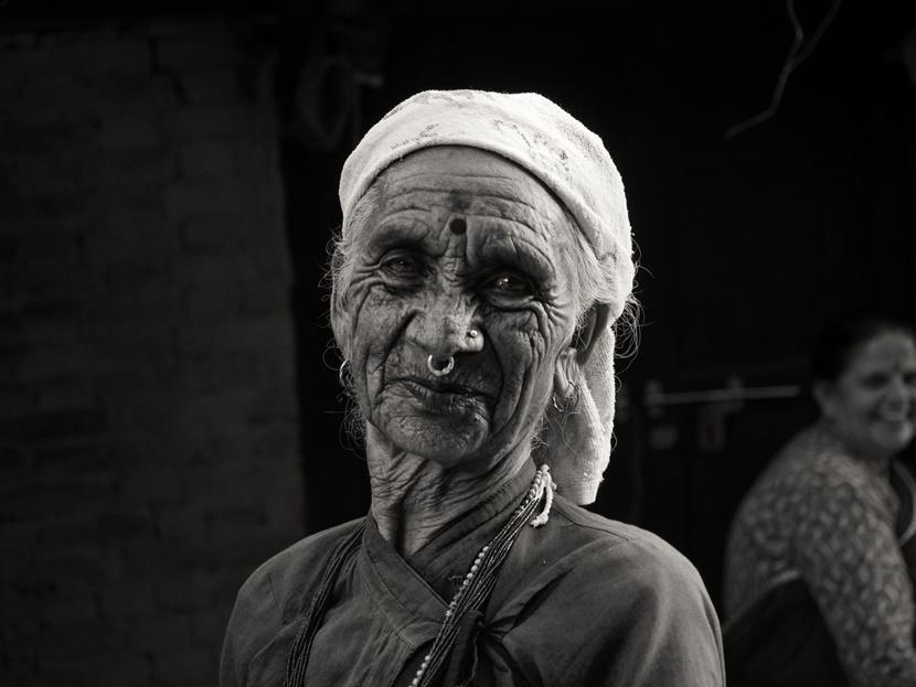 Donna anziana Nepal