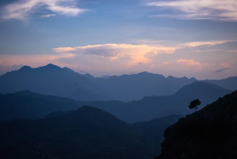 Paesaggio montagne blu Nepal