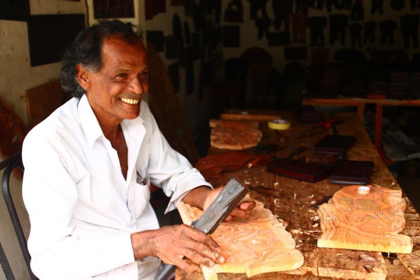 Un artigiano in Sri Lanka