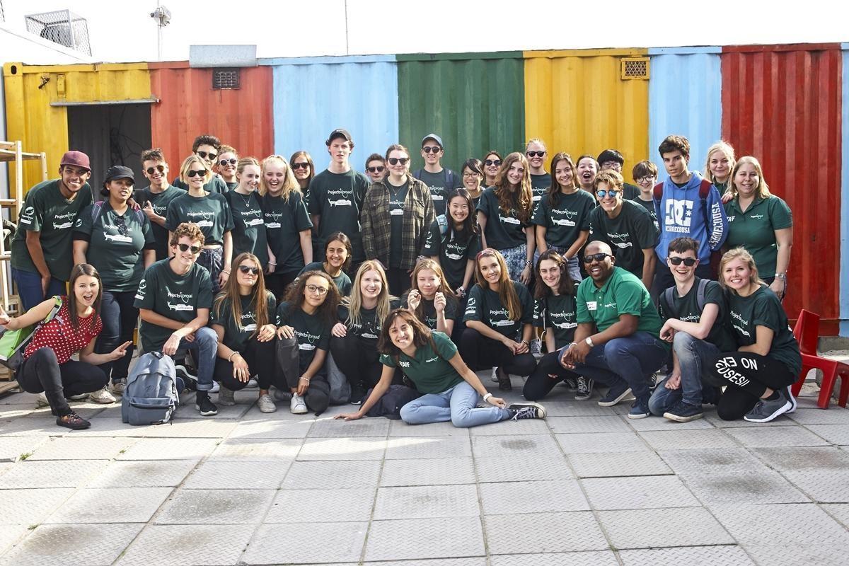 I volontari dei campi di volontariato a Cape Town in posa per una foto di gruppo