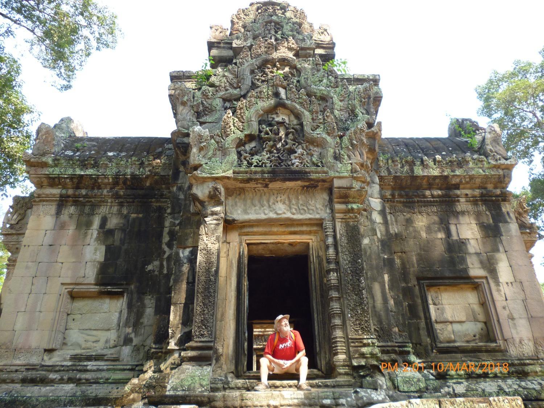 Alberto durante il tempo libero in visita ad un sito turistico in Cambogia