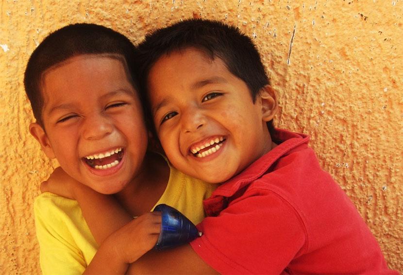 笑顔のベリーズの子供たち