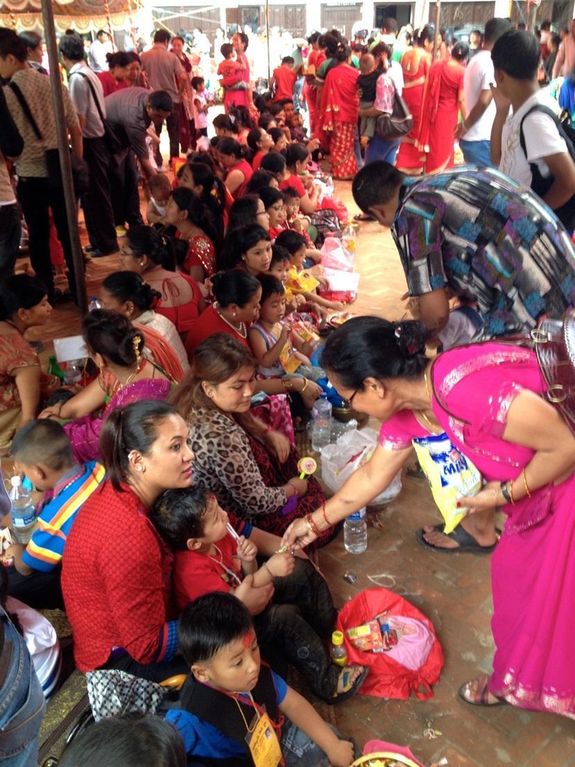 ネパールの人々と華やかなお祭り