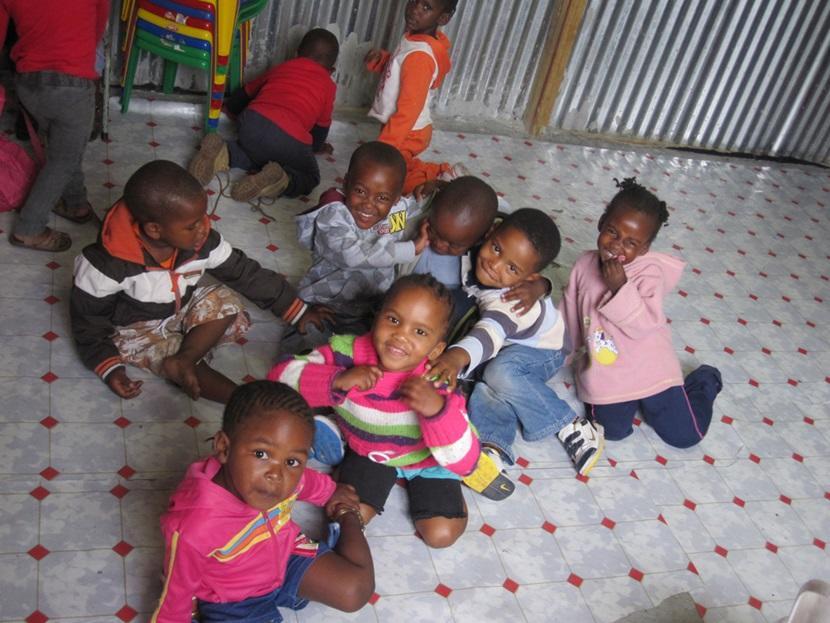 南アフリカのケアセンターの子供たち