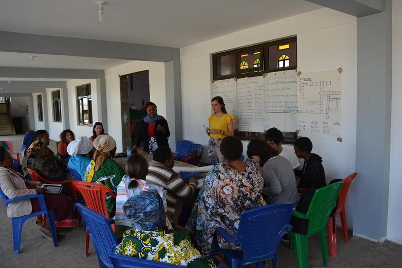 Tijdens haar tussenjaar doet Claire vrijwilligerswerk op het Microkrediet project in Tanzania.