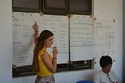 Claire doet tijdens haar tussenjaar vrijwilligerswerk in Afrika