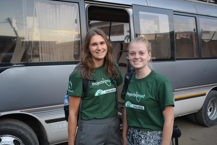 In Arusha leerden studenten Rochelle en Iris elkaar kennen tijdens een medische stage.
