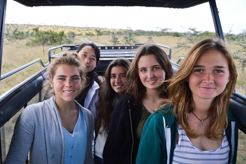 Vrijwilligers gaan tijdens hun jongerenreis in Tanzania of Kenia in het weekend op safari.