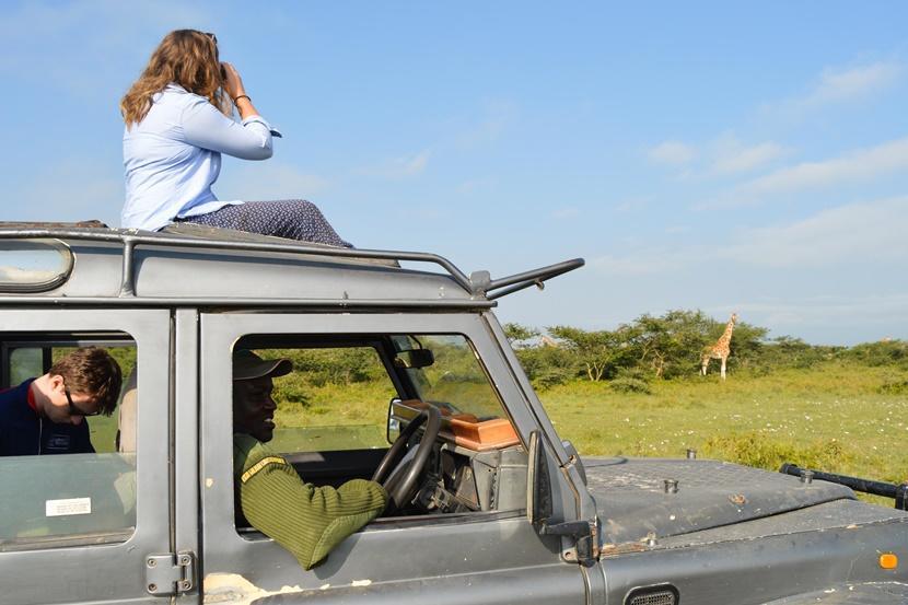 Onderzoek naar giraffen maakt deel uit van de jongerenreis naar Kenia voor vrijwilligers