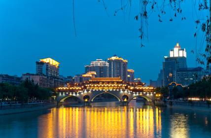 Doe ervaring op binnen de zakenwereld en leer over het juridische stelsel tijdens de jongerenreis naar China.
