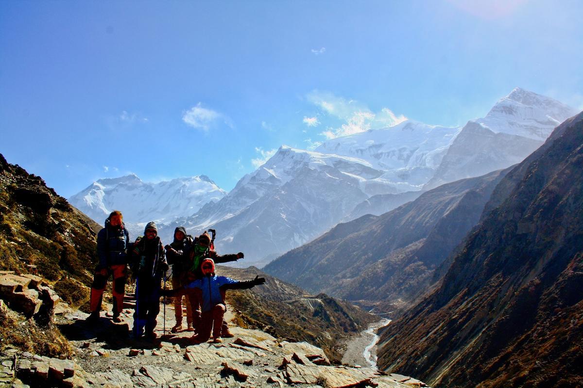 Scholieren die fysiotherapie ervaring op doen in Nepal, bezoek ook de Himalaya.