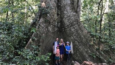 Bart Fatan en gezin in het amazonewoud Peru