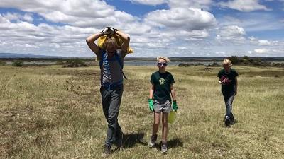 Bart Laurence en Gilles aan het werk op het natuurbehoud project in Kenia