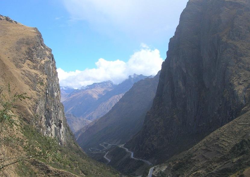 Road through the Peruvian mountains