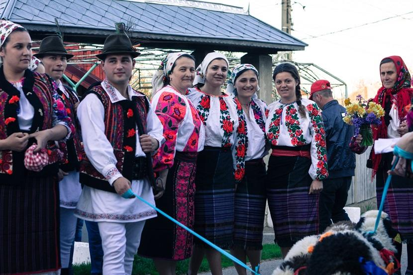 Romanian men and women in traditional dress
