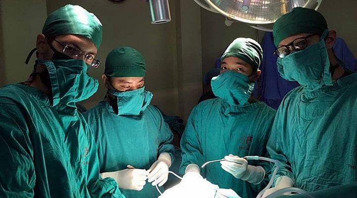 Project Abroad medical volunteers assisting in the neurosurgery department in Hanoi, Vietnam