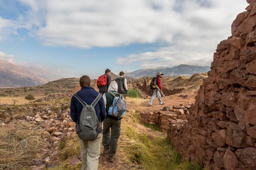 Projects Abroad Short-term Special Archaeology volunteers hike to their worksite in Piquillacta, Cuscoy