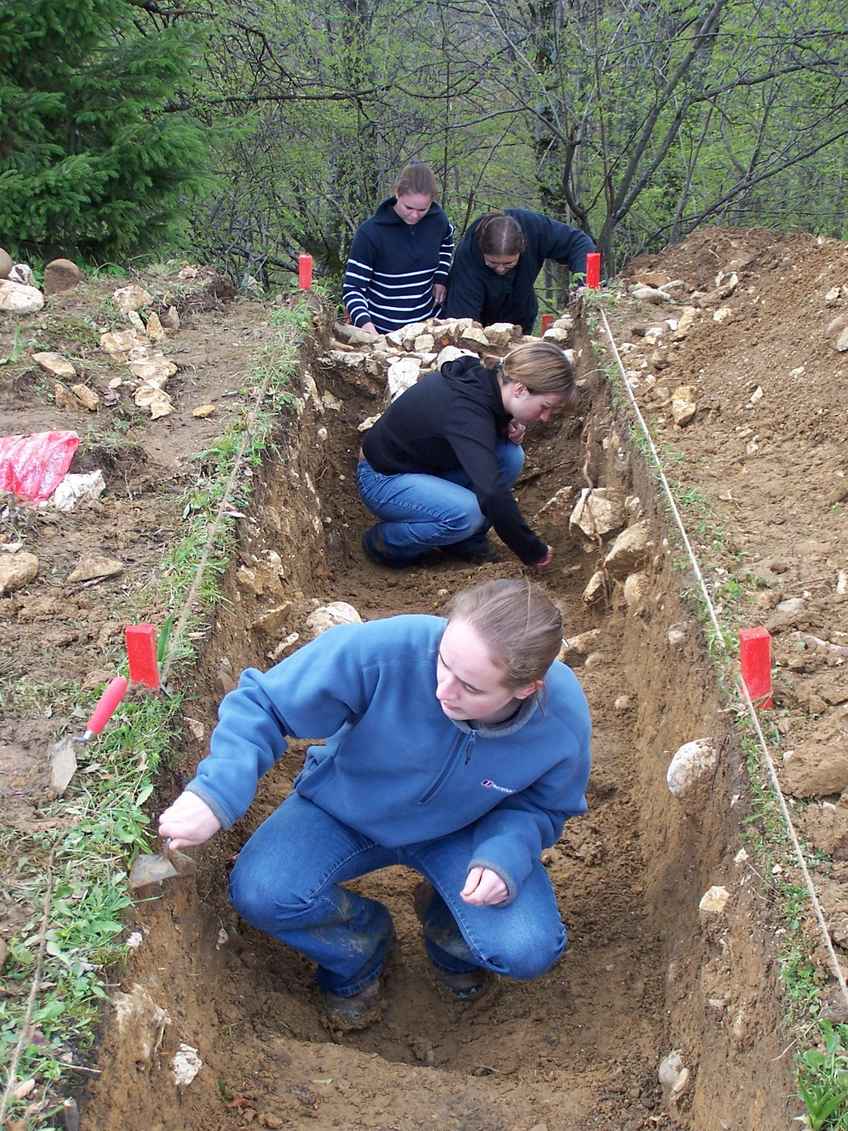 Volunteers in a trench performing studies on the Archaeology project in Romania
