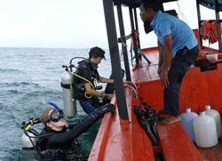 Volunteers diving