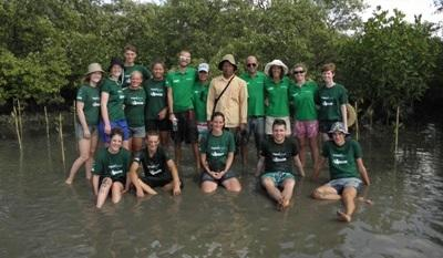 Projects Abroad Cambodia conservation volunteers work with local NGOs and fishermen to manage areas where mangroves grow and to protect them from illegal fishing.