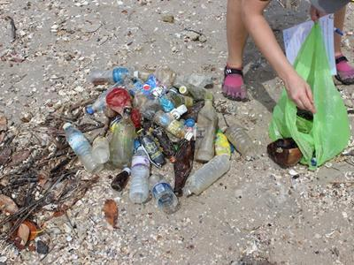 Projects Abroad volunteers collected over 20kgs of waste in a beach cleanup in Thailand