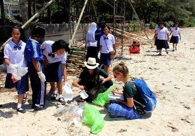 Beach clean-up in Thailand