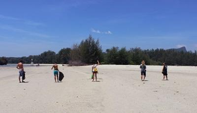 Projects Abroad volunteers help conservation efforts in Thailand by cleaning up local beaches