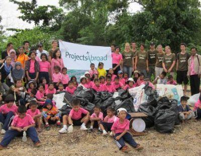 Thailand Conservation Volunteers Dive Against Debris!