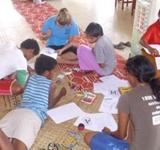 Unsere Freiwilligen Vera und Anja gestalten Ferienprogramm für Schüler in Suva