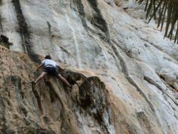Beim Klettern in Thailand
