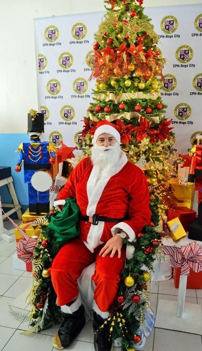 Weihnachtsmann posed für die Weihnachtsfeier