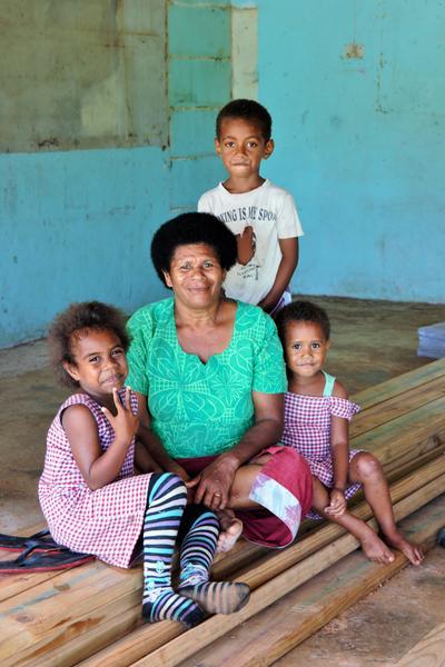 Familie in Lovoni auf den Fidschi Inseln