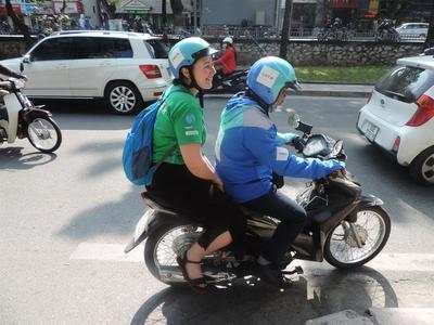 Leiste einen Freiwilligendienst in Vietnam und probiere das Motoradtaxi aus.