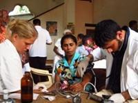 Højt blodtryk i templet – Medical Camp med Projects Abroad, Sri Lanka