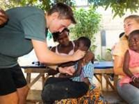 Christopher lærte om medicinfaget i Togo