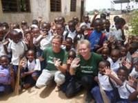 Medicinsk outreach på skole i Tanzania