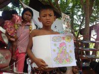 Mobilt bibliotek inspirerer cambodjanske børn til at læse