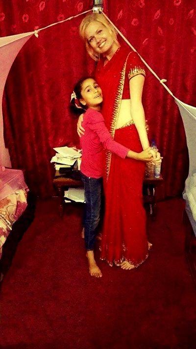 Andrea i traditionel nepalesisk påklædning