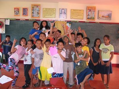 Glade skolebørn får engelskundervisning