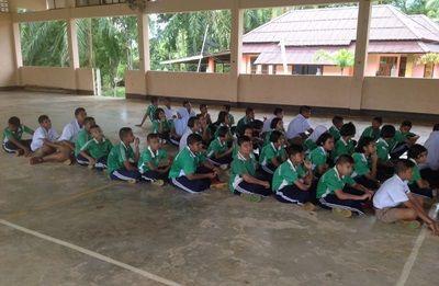 Lokale skolebørn undervises i naturbeskyttelse i Thailand