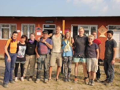 Helene og andre frivillige i Nepal