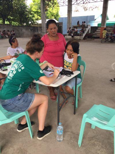 praktikant i arbejde i filippinerne
