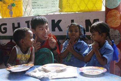Projects Abroad Care volunteer, Herman Chi Hong Chan, with children at his placement at Dutch Anne Preschool in Panadura