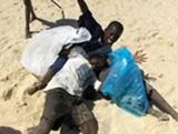Volunteers in Senegal organise beach clean-up