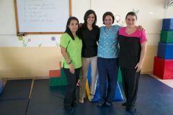 Personal de fisioterapia pediátrica en el Centro de Enseñanza Especial de Heredia en Costa Rica